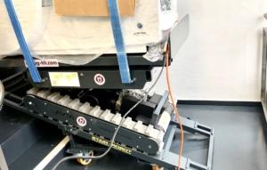 Röntgengerät bei Einbringung auf der Treppe