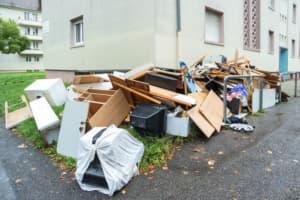 Müll von einer Entrümpelung einer Wohnung